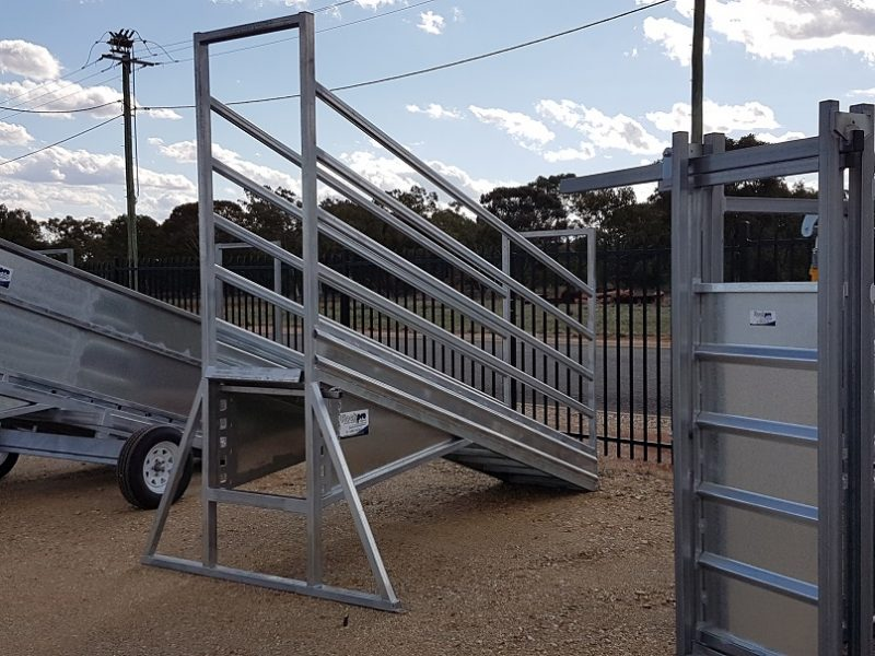 3.8m Adjustable Cattle Loading Ramp