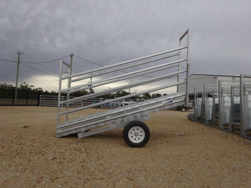 3.8m Mobile Cattle Loading Ramp (2)
