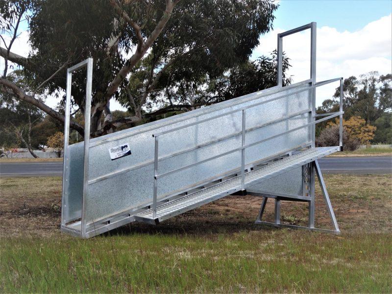 3.8madjsutable sheep loading ramp